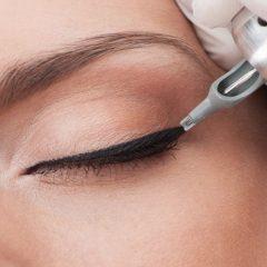 Kalıcı-Eyeliner-Uygulaması-1.jpg